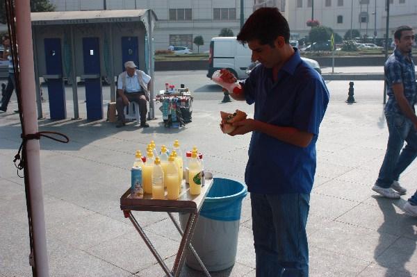 Balik Ekmek (Fischbrötchen) am Hafen, Istanbul September 2011