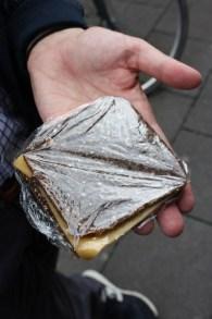 Schwarzbrot-Käse-Stulle der Bäckerei Zimmermann, Köln 2011