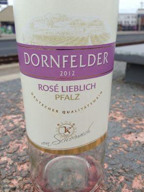 Lieblicher Rosé auf dem Bahnhof Ehrenfeld, Köln 2013