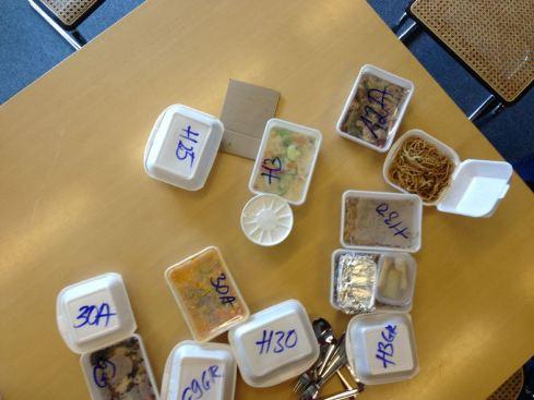 Gemeinsame Mahlzeit im Büro – ohne Tischtuch, Aachen 2013