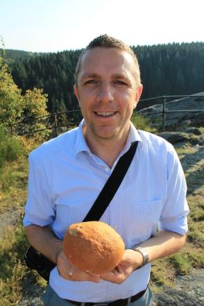 Autor mit Pilz, Mützenich 2011