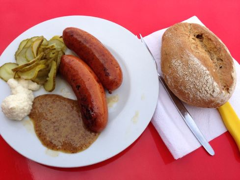 Regensburger mit süßem Senf, Meerrettich, Gurke und Kipferl, Regensburg 2013