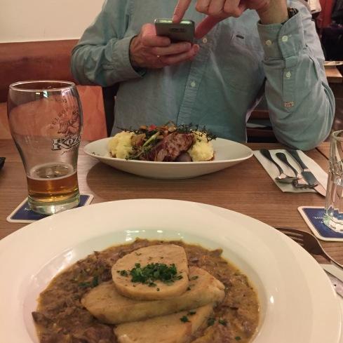 Kalbsbeuscherl mit Serviettenknödel, Gasthaus Wild - 12/2017